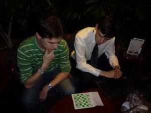Potje schaken tegen zesdeklasser Allard. Allebei een keer gewonnen.